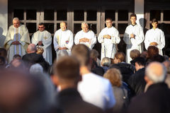 Prêtres à la masse images libres de droits