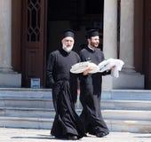 Prêtres orthodoxes grecs images libres de droits