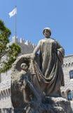 Príncipe Albert Statue em Mônaco fotografia de stock royalty free