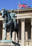 Príncipe Albert Statue Outside St. O Salão de George em Liverpool fotografia de stock royalty free