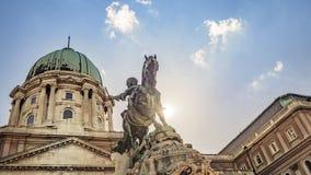 Príncipe Eugene da estátua equestre do couve-de-milão em Buda Castle em Budapest, Hungria fotografia de stock