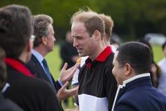 Príncipe William de HRH no atendimento para o fósforo do polo fotografia de stock royalty free