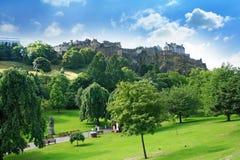 Príncipes Street Gardens y castillo de Edimburgo, Escocia Imágenes de archivo libres de regalías
