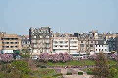 Príncipes Street y sus jardines, Edimburgo Foto de archivo