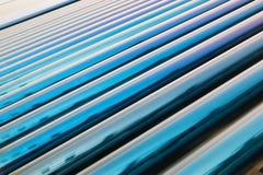 Próżniowej tubki poborcy słoneczny wodny ogrzewanie Zdjęcie Stock