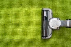 Próżniowy cleaner na podłogowym seansie zdjęcia stock