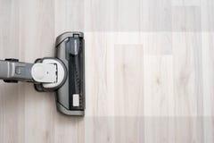 Próżniowy cleaner na podłogowym seansie zdjęcia royalty free