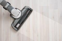 Próżniowy cleaner na podłogowym seansie fotografia stock