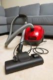 Próżniowy cleaner sprzątać w górę pokoju Zdjęcia Royalty Free