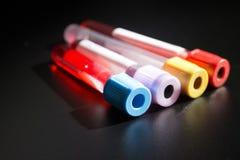 Próżniowe tubki dla zbierackich próbek krwi w lab Fotografia Royalty Free