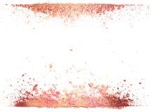 Próbki suchy rumieniec, proszek, bronzers i highlighter, rozpraszali w linii odizolowywającej na białym tle Zdjęcia Stock