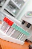 Próbne tubki w lab szpital Obrazy Royalty Free