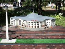 Próbny cyrkowy budynek przy wystawą wskazówki w miniaturze obrazy stock