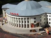Próbny cyrkowy budynek przy wystawą wskazówki w miniaturze fotografia royalty free