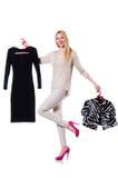 Pröva kvinna att välja klänningen Arkivfoto