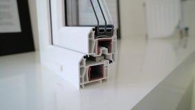 Prövkopia av fönsterprofilen på fönsterbräda lager videofilmer