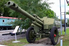 prövkopia för 152-mmhaubits D-1 av USSR 1943 på jordning av vapen Arkivfoton
