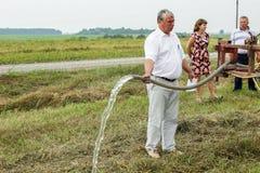 Prüfung des Bewässerungssystems in der Gomel-Region von Weißrussland Lizenzfreie Stockfotos