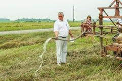 Prüfung des Bewässerungssystems in der Gomel-Region von Weißrussland Stockbilder