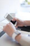 Prüfung des Telefons Lizenzfreie Stockbilder