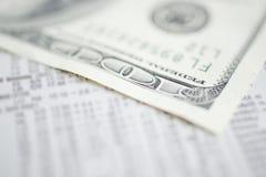 Prüfung oben auf Investition Stockfotos