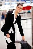 Prüfung von Größe des Gepäcks am Flughafen Stockbilder