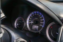 Prędkość metr jest wymiernikiem który pomiar i pokaz, zbliżenia dashb fotografia stock