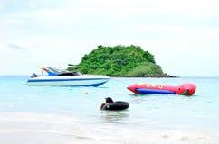Prędkości łódź i bananowa łódź Zdjęcia Royalty Free