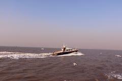 Prędkości łódź w Arabskim morzu Fotografia Royalty Free