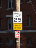 Prędkości ograniczenie Podpisuje wewnątrz miasto Obraz Royalty Free