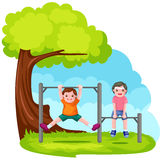 prętowe chłopiec parkowi bawić się dwa Obrazy Stock