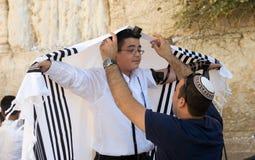 Prętowego Mitzvah rytuał przy Wy ścianą Obraz Stock