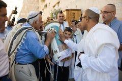 Prętowego Mitzvah rytuał przy Wy ścianą Fotografia Stock