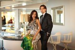 prętowej pary szczęśliwi potomstwa zdjęcie royalty free