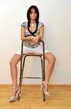 prętowy krzesła dziewczyny główkowanie Zdjęcia Royalty Free