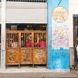 Prętowy los angeles Bodeguita Del Medio na Obispo ulicie, Turyści chodzi i obrazy stock