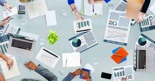 PR di occupazione di discussione di statistiche d'impresa di analisi di contabilità Immagine Stock