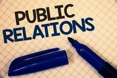 PR för handskrifttexthandstil För kommunikationsmassmedia för begrepp ord för text två för menande om folk publicitet för informa royaltyfri bild