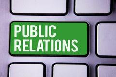 PR för handskrifttexthandstil För kommunikationsmassmedia för begrepp social vit text två för menande om folk publicitet för info royaltyfria bilder