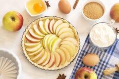 Pr?paration de tarte aux pommes images libres de droits