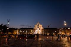 Praça gör Comércio, viktig fyrkant av Lissabon, Portugal, natt royaltyfria bilder