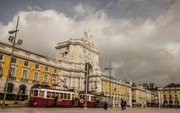 Praça gör Comércio, Lissabon, Portugal på en solig vinterdag royaltyfri fotografi