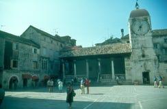 Praça da cidade em Trogir Fotos de Stock Royalty Free