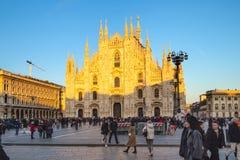 Praça del Domo e Milan Cathedral no por do sol fotos de stock royalty free