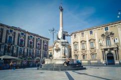 Praça del Domo em Catania com a estátua do elefante em Catania fotografia de stock royalty free