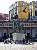 Praça Del Plebiscito, estátua equestre e soldados fotografia de stock
