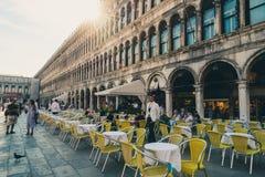 Praça San Marco do restaurante do café em Veneza, Itália fotografia de stock