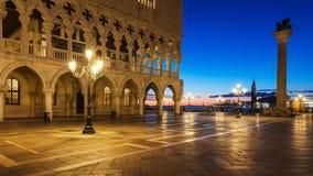 Praça San Marco no nascer do sol, Vinice, Itália Palácio Palazz dos doges foto de stock