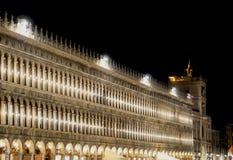 Praça San Marco - quadrado de St Marc - Veneza na noite imagem de stock