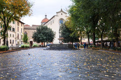 Praça Santo Spirito com a basílica no outono Imagens de Stock Royalty Free